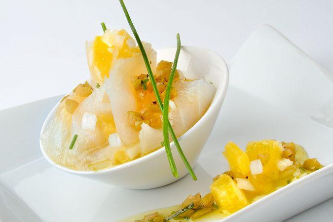 Bocados de Carpaccio de Bacalao e-smok con naranja y cebolleta